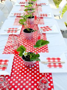 trendy Ideas for birthday table arrangements party themes Summer Decoration, Decoration Table, Red Table Settings, Picnic Theme, Birthday Table, Table Arrangements, Deco Table, Party Time, Diy And Crafts