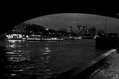 Obscurité sous les ponts