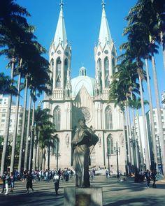 SP no es para todos quien sabe halla os charmes! #igreja #cathedral #gothic #saopaulo #church #travelgram #photography #domingo #facade #gotico #walk #argentino #turistando
