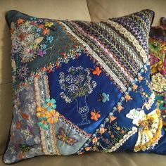Crazy Quilt Stitches, Crazy Quilt Blocks, Scrap Quilt Patterns, Applique Quilts, Creative Embroidery, Embroidery Hoop Art, Small Quilt Projects, Cushion Cover Designs, Crazy Patchwork