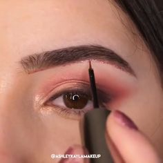 This creative eye makeup will make you stand out in every occasion! Credits: This creative eye makeup will make you stand out in every occasion! Makeup Eye Looks, Dramatic Eye Makeup, Eye Makeup Steps, Colorful Eye Makeup, Simple Eye Makeup, Natural Eye Makeup, Beauty Makeup, Makeup Art, Makeup Hacks