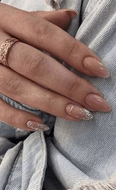 Red Holiday Nail Ideas for 2019 Red Holiday Nail Ideas for 2019 Glitter Holiday Nail Ideas for The holidays are the perfect excuse to glam up your nails and these festive holiday nail ideas for 2019 are great for the occasion. French Manicure Nails, Nude Nails, Pink Nails, Gel Nails, Coffin Nails, Silver Nails, Nail Nail, Nail Polish, Stiletto Nails