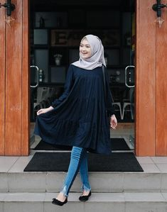 Saritiw casual hijab in 2019 hijab fashion hijab outfit fashion. Street Hijab Fashion, Muslim Fashion, Modest Fashion, Fashion Outfits, Casual Hijab Outfit, Hijab Chic, Ootd Hijab, Hijab Style Dress, Modele Hijab