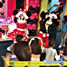 Mickey y Minnie Mouse Las mascotas de @disney estarán ahí para tu#fiesta llenando el evento de musica y color.  PequesParty Fábrica de Sonrisas!  #mickey #minnie #mouse #disney#animacion #vzla #personajes#TodoIncluido #show #Paquetes #hotdog #fiestas #party #cool #love #activaciones #ventas #happy #Castillo #sonido #marketing #chill #yeah #brincabrinca #maracaibo #igersmcbo