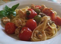 Pasta with swordfish and fresh tomatoes
