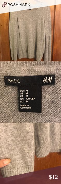 Gray sweater Very cute, soft and basic gray sweater H&M Sweaters Crew & Scoop Necks