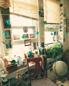 My old apartment in Chicago looked very much like this - I even had the same globe lights.