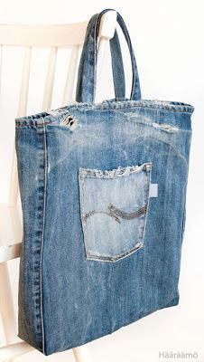Kauppakassi puhki kuluneista farkuista Denim Tote Bags, Denim Purse, Tote Purse, Diy Bags Purses, Purses And Handbags, Leather Purses, Leather Wallets, Leather Bags, Jean Purses