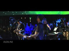 "▶ ""A Sky Full of Stars"" de Coldplay en live dans Alcaline, le concert - YouTube"