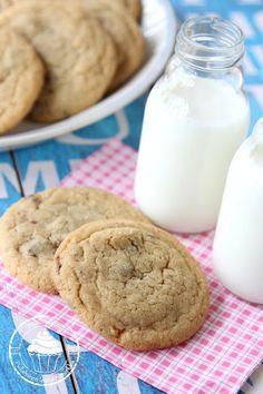 Pullahiiren leivontanurkka: Kesämökin herkulliset suklaahippukeksit / Crisp and chewy Chocolate chip cookie