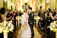 cerimonia; casamento; noivos; igreja; beijo, saida noivos; pétalas de rosa