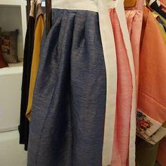 깨끼바느질법으로 지은 양색옥사 허리치마입니다.♡ #허리치마 #생활한복 #한복스타그램 #풍경한복 #한복