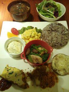 katsu kitchen@赤羽。お野菜デリプレートランチ1,200円!あまりにもボリューミー。ご飯の殆どはお持たせにしてもらいました。