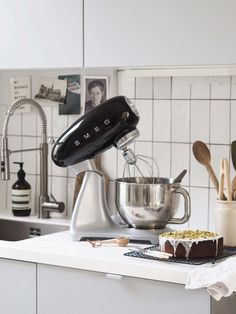 Whip up a cake in no time with the Smeg Stand Mixer review - catesthill.com