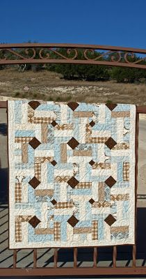 Lovin' Life At The End Of The Dirt Road: Rocky Rail Fence Baby Quilt--great link to a video tutorial. Links to Missouri Star Rail Fence With a a twist. I like these colors better. Strip Quilts, Blue Quilts, Small Quilts, Quilt Blocks, Jellyroll Quilts, Scrappy Quilts, Quilting Projects, Quilting Designs, Quilting Tips