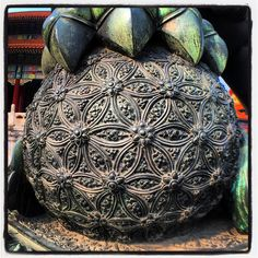 Fu Dog that guards the Forbidden City in China with a flower of life structure under its paw Mathematics Geometry, Sacred Geometry Art, Sacred Symbols, Celtic Symbols, Fu Dog, Arte Tribal, Platonic Solid, Modelos 3d, Ancient Mysteries