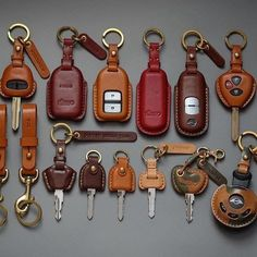 Pin by Ronalds R on articulos de cuero Leather Art, Leather Gifts, Leather Design, Leather Tooling, Leather Jewelry, Custom Leather, Handmade Leather, Leather Key Holder, Leather Keychain