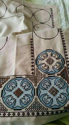 Counted Cross Stitch Patterns, Cross Stitch Designs, Cross Stitch Embroidery, Hand Embroidery, Embroidery Transfers, Embroidery Patterns, Crochet Border Patterns, Weavers Cloth, Cross Stitch Rose
