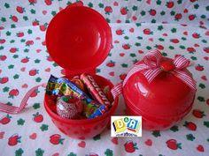 Centro de mesa com maçã vazada com tecido   Centro de mesa com flores naturais   Lembrancinhas das mães   Topiarias mesa de doces   Maçã com...