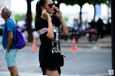 #CatMcNeil #offduty in the streets of Paris. #streetstyle #fashion #moda #PFW