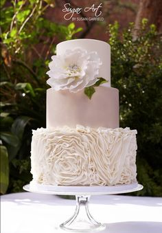 Featured wedding cake: Sugar Art By Susan;  Drop Dead Gorgeous Wedding Cake Ideas. To see more: http://www.modwedding.com/2014/04/07/drop-dead-gorgeous-wedding-cake-ideas/ #wedding #weddings #cake Featured wedding cake: Sugar Art By Susan