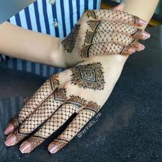 Pretty Henna Designs, Henna Tattoo Designs Simple, Back Hand Mehndi Designs, Latest Bridal Mehndi Designs, Henna Art Designs, Modern Mehndi Designs, Mehndi Designs For Girls, Mehndi Designs For Fingers, Beautiful Mehndi Design
