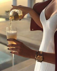 Estilo de vida de lujo con piezas a medida - estilo de vida - estilo de vida saludable - estilo de vida millonario - estilo de vida mujer - estilo de vida ideas Luxury Lifestyle Women, Rich Lifestyle, Lifestyle Blog, Spieth Und Wensky, Luxury Girl, Lady Luxury, Luxury Blog, Billionaire Lifestyle, North Face