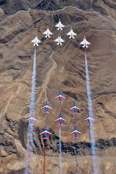 US Air Force Thunderbirds And Patrouille de France Fly Together Over Nevada – AirshowStuff Cool Pictures, Cool Photos, F 16 Falcon, Thunderbirds Are Go, Airplane Fighter, American Air, Flying Together, Aviation News, Good Morning Picture