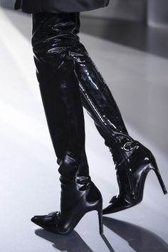 Femme fatale Balenciaga Autumn/Winter 2014-15 Ready-To-Wear. Paris Fashion Week