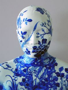 porcelain busts imprinted with chinese decorative designs by ah xian sculpture porcelain landscapes china ceramics Porcelain Ceramics, Ceramic Art, Fine Porcelain, Porcelain Tiles, Porcelain Jewelry, Painted Porcelain, Idda Van Munster, Colossal Art, 3d Studio