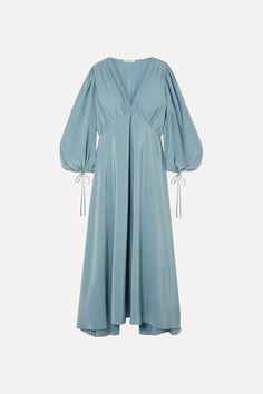 Blue Sante gathered silk crepe de chine maxi dress | The Row | NET-A-PORTER Ashley Olsen, Sophie Buhai, Diy Fashion, Fashion News, The Row, Leigh Miller, Elegant Maxi Dress, Maxi Robes, Himmelblau