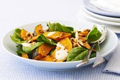 Spinach and pumpkin combine with chopped hazelnuts in a savoury, juicy salad. Lunch Recipes, Salad Recipes, Winter Food, Tray Bakes, Cobb Salad, Spinach, Salads, Curry, Pumpkin