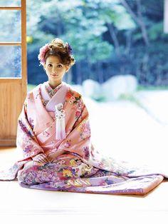 Beautiful pastel pink and purple wedding kimono. Furisode Kimono, Kimono Fabric, Kimono Dress, Yukata, Traditional Kimono, Traditional Fashion, Traditional Dresses, Kimono Japan, Japanese Kimono