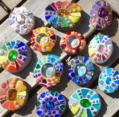 Mosaic Rocks, Stone Mosaic, Mosaic Art, Glass Dishes, Art Tips, Tarot, Diy Crafts, Crafty, Shapes