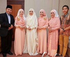 Brightly smile with family 😊 Indonesian syar'i hijab for bride