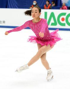コンビネーションジャンプの3回転ループで着氷する浅田 (800×1021) http://www.nikkansports.com/sports/figure/asada-mao/photo/article/1572237.html