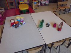 Van wie is welke schoen? (materiaal) (LaLaLien) Kindergarten Themes, Saint Nicholas, Socks, Education, Cool Stuff, Baby, Preschool Themes, Sock, Newborns