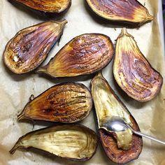 Easy Eggplant Roasting in Oven - pratik hazirlik sos backen recipes bread No Gluten Diet, Mother Recipe, Eggplant Dishes, Oven Dishes, Holiday Appetizers, Turkish Recipes, Oven Roast, Desert Recipes, Winter Food