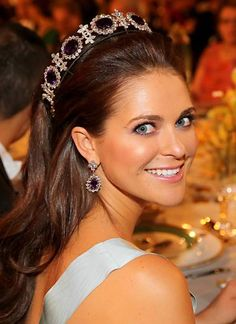 Pretty princess Madeleine in a lovely tiara Royal Tiaras, Tiaras And Crowns, Diana Fashion, Royal Fashion, Princesa Sophia, Diamond Tiara, Beauty And Fashion, Casa Real, Crystal Crown