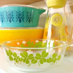 Not Pyrex, but so cute! I found this little dish marked Korex at a thrift shop a while back. Vintage Kitchenware, Vintage Bowls, Vintage Tupperware, Vintage Glassware, Antique Dishes, Vintage Dishes, Vintage Pyrex, Fenton Glassware, Vintage Baking