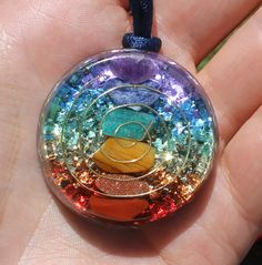 Cristal de Orgón 7 chakras sanación colgante por mysticrocksorgone