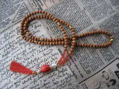 Halsbånd med Sandeltre perler, ekte Karneol og dusk