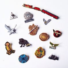 Harry Potter pins, official merchandise. Enamel and metal with a rubber back fastening. Choose your favourite!