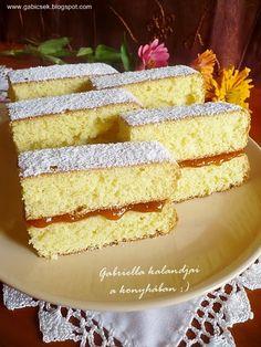 Baracklekváros piskóta szelet - kezdő háziasszonyok süteménye is lehet. Naan, Vanilla Cake, Cake Recipes, Food And Drink, Favorite Recipes, Easy Cake Recipes, Cake Tutorial