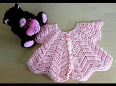 crochet baby girl Star Shaped Baby Chevron Cardigan Free Crochet Pattern and Video Tutorial - These crochet baby Cardigans are just too cute. The Baby Chevron Cardigan Free Crochet Pattern and Video Tutorial will show you how to make your own. Cardigan Au Crochet, Cardigan Bebe, Crochet Dress Girl, Crochet Baby Cardigan, Crochet Baby Clothes, Baby Blanket Crochet, Lace Cardigan, Cardigan Pattern, Jacket Pattern