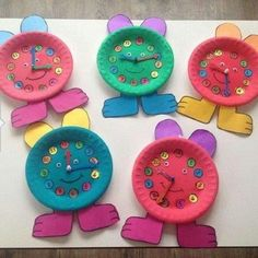 Ideas creativas y manualidades added a new photo — with Gabriela Espinoza and Ana Regalado. Kids Crafts, Diy And Crafts, Craft Projects, Arts And Crafts, Clock Craft, Art N Craft, Paper Plate Crafts, Paper Plates, Kindergarten Activities