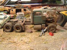 Model truck junkers, a collection of scale models built for a junkyard diorama. Pick Up, Model Truck Kits, Model Kits, 56 Ford Truck, Weather Models, Model Cars Building, White Truck, Peterbilt Trucks, Peterbilt 379
