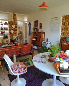 interior A Home Decorated Only In Sixties and Seventies Decor Living Room Decor, Bedroom Decor, 70s Bedroom, 1970s Living Room, Bedroom Yellow, Retro Living Rooms, Gothic Bedroom, Comfy Bedroom, Bedroom Ideas