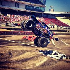 Monster jam trucks, gravedigger!