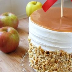 Four of our favorite words wrapped into one delicious treat: caramel apple wedding cake! YUM.
